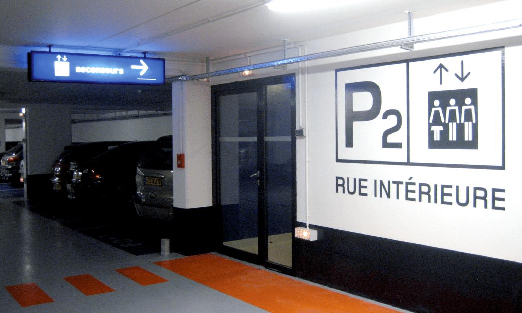 Vue une des sorties piétons du parking souterrain