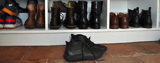 """Détail du rangement des chaussures, meuble d""""entrée"""