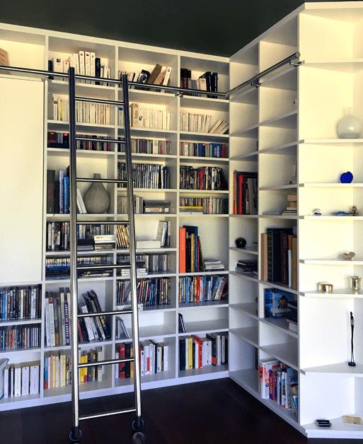 Bibliothèque de la salle TV - Système de niches régulières