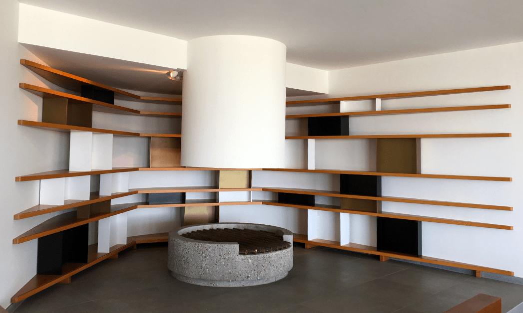 vue générale de l'étagère de l'espace cheminée