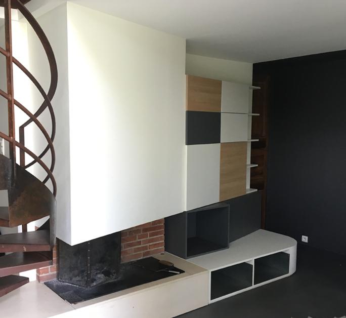 Vue du salon après travaux - Création d'un meuble sur mesure.